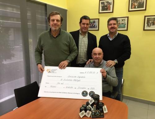 """Donación de beneficios de la venta de """"Miel Solidaria Puramiel"""" a la AEDEM"""